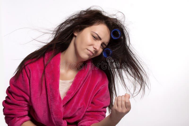 Młoda kobieta z curlers obraz stock