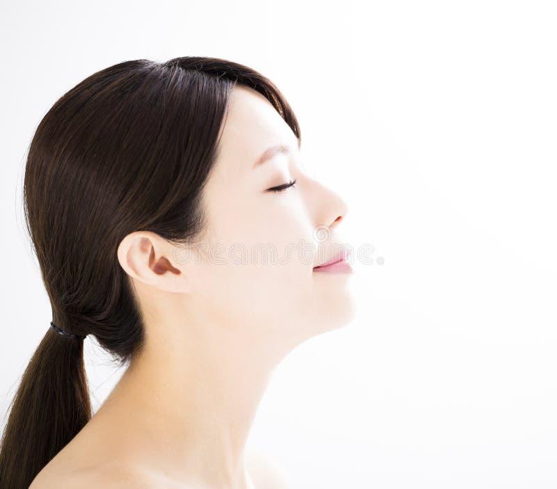 Młoda kobieta z czystą twarzą zdjęcia royalty free