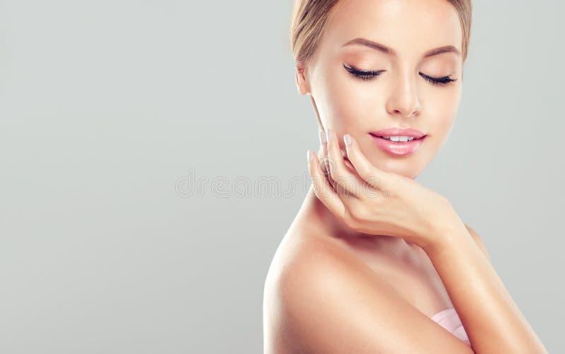 Młoda Kobieta z czystym, świeży, skóra obraz stock