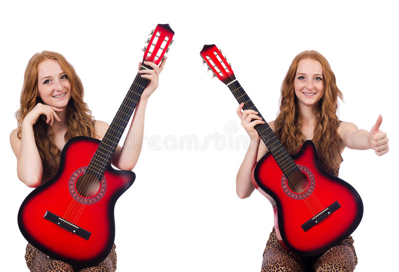 Młoda kobieta z gitarą odizolowywającą na bielu obraz royalty free