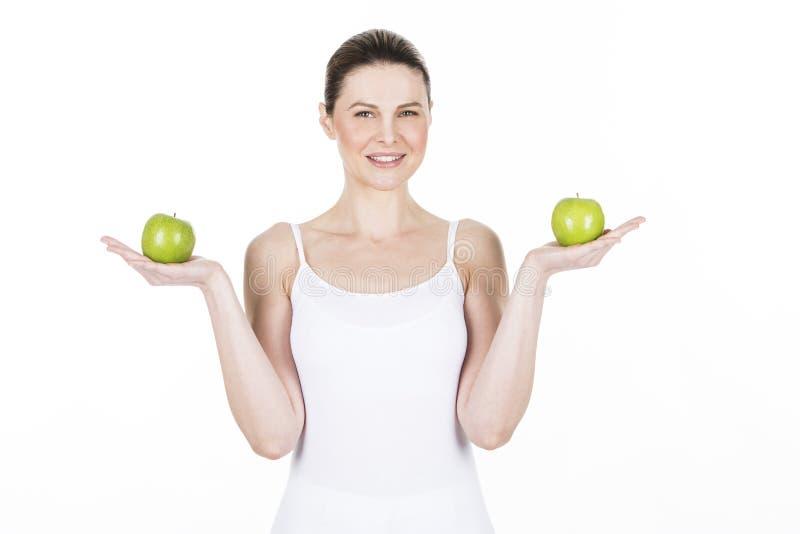 Młoda kobieta z jabłkami obraz royalty free