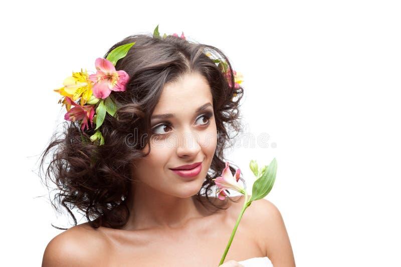 Młoda kobieta z kwiatem obraz royalty free