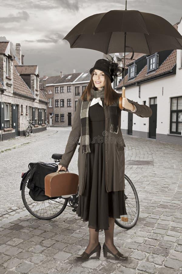 Młoda kobieta z parasolem obrazy stock