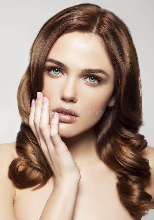 Młoda kobieta z piękną zdrową twarzą obraz royalty free