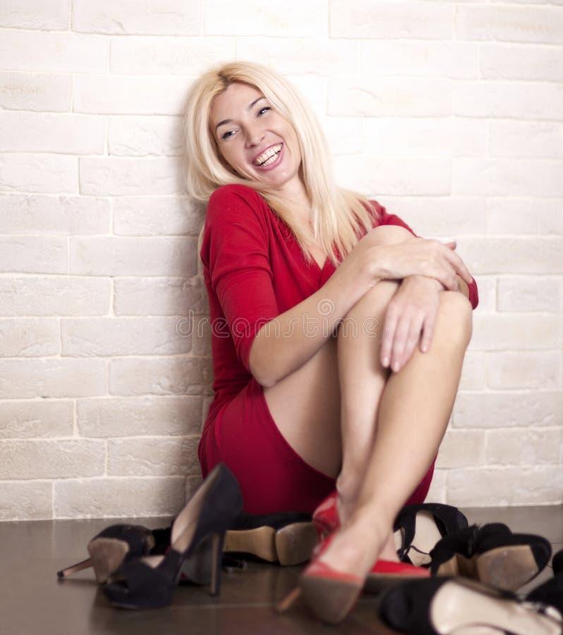 Młoda kobieta z pięknymi butami obraz royalty free