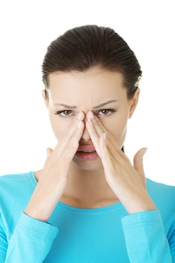 Młoda kobieta z sinus naciska bólem fotografia stock