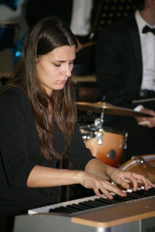 Młoda muzyk orkiestra symfoniczna St Petersburg stanu uniwersytet kultura zdjęcia stock