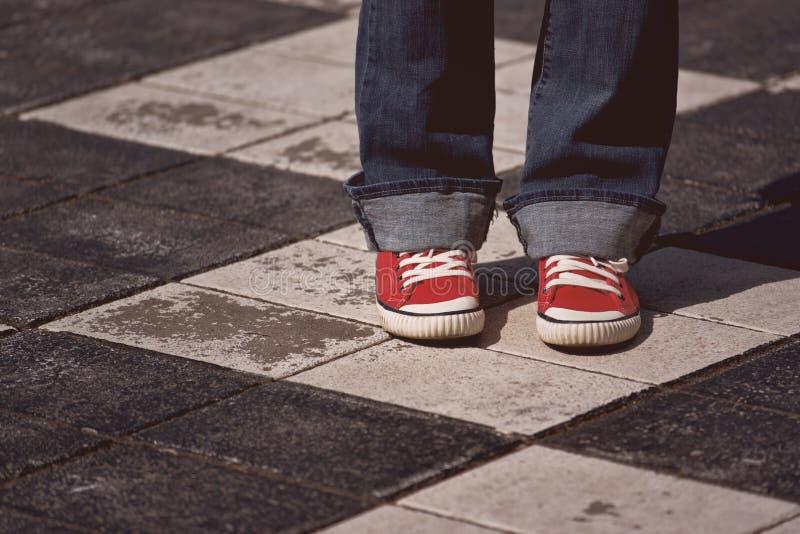 Młoda Nastoletnia Żeńska pozycja na ulicie zdjęcie stock
