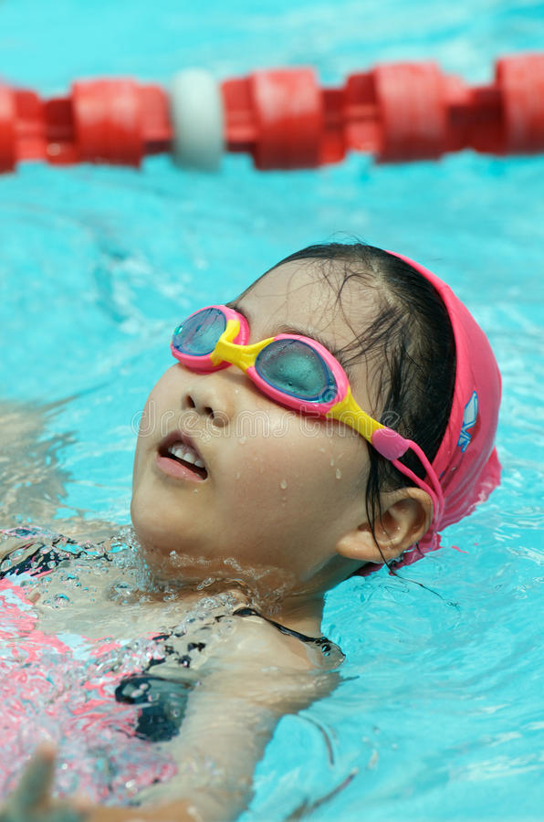 Młoda pływaczka obrazy royalty free