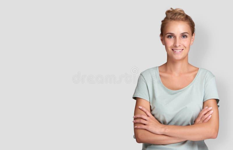 Młoda piękna śliczna rozochocona dziewczyna zdjęcie royalty free