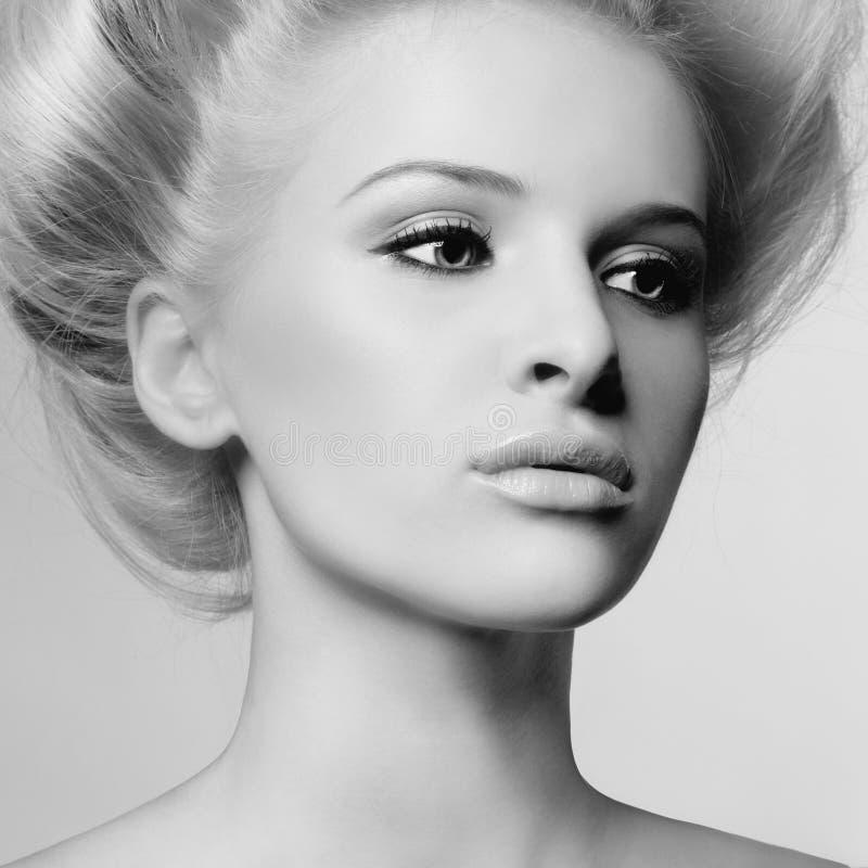 Młoda piękna dama zdjęcie stock