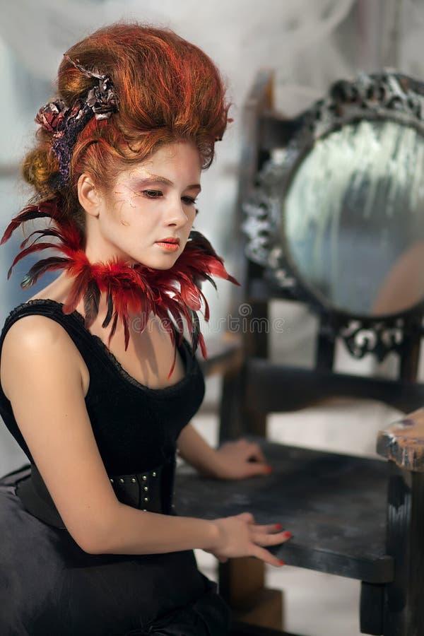 Download Młoda Piękna Dziewczyna W Postaci Złej Czarodziejki Obraz Stock - Obraz złożonej z piórka, fryzury: 53787509