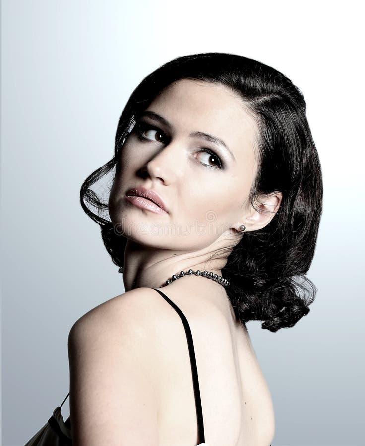 Download Młoda piękna kobieta obraz stock. Obraz złożonej z piękny - 28970101