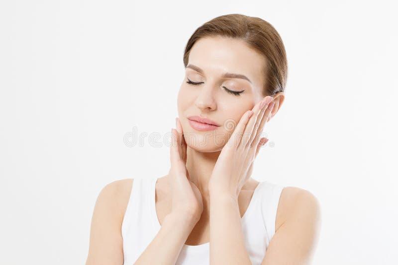 Młoda piękna kobieta dotyka czystą świeżej twarzy skórę z zamkniętymi oczami Anty starzenia się pojęcie Twarzowy traktowanie poza obraz royalty free