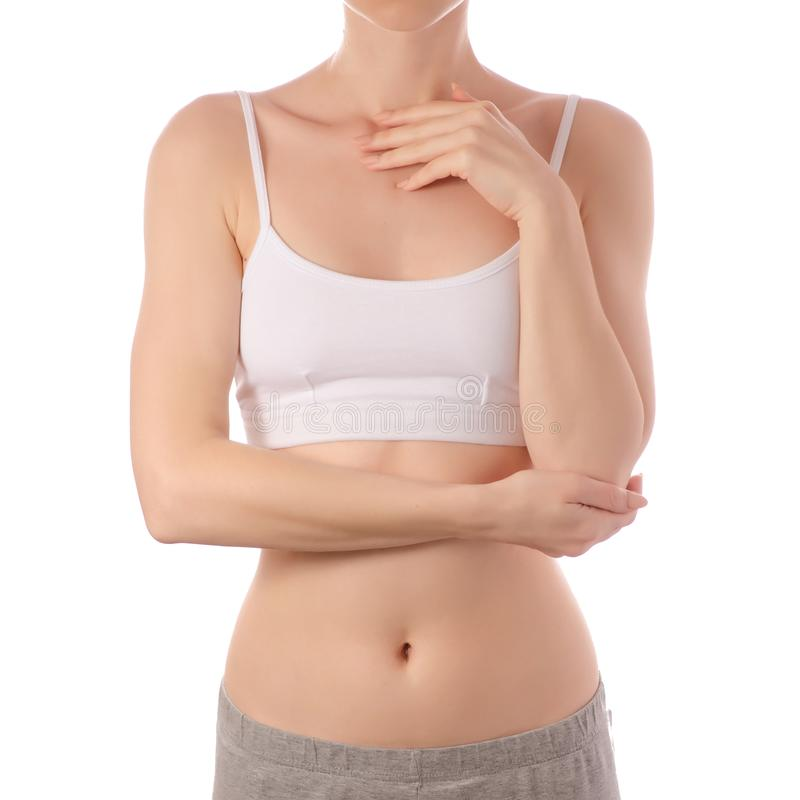 Młoda piękna kobieta w białym koszulka wierzchołka stanika ręk brzucha żołądka zdrowie pięknie obraz stock