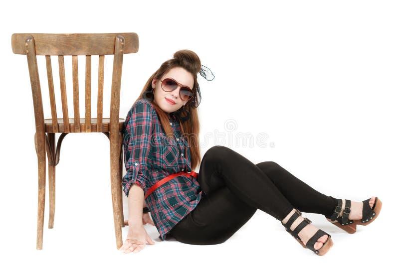 Młoda piękna kobieta w retro stylowej szpilce zdjęcie stock