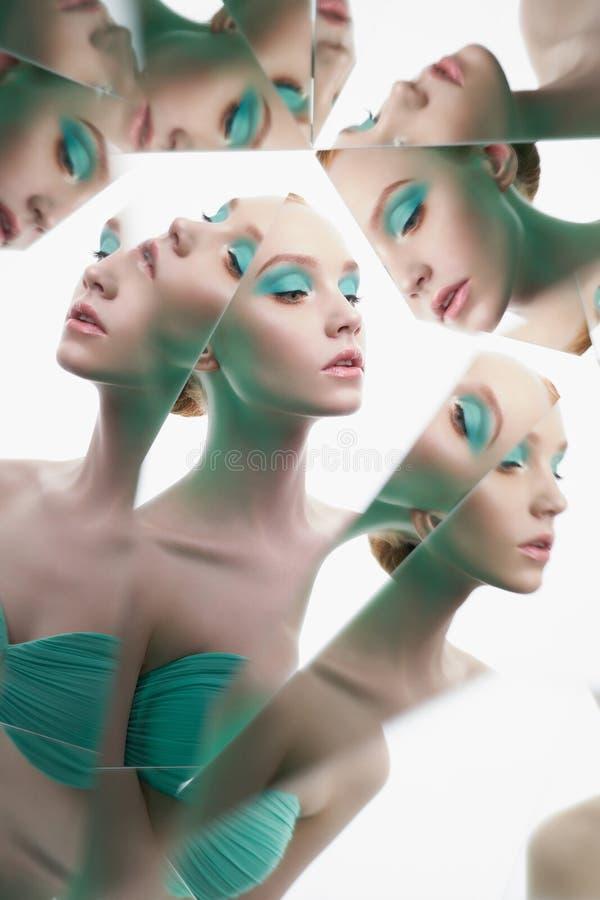 Młoda piękna kobieta z jaskrawym colorfull makeup odizolowywającym na białym tle zdjęcia royalty free