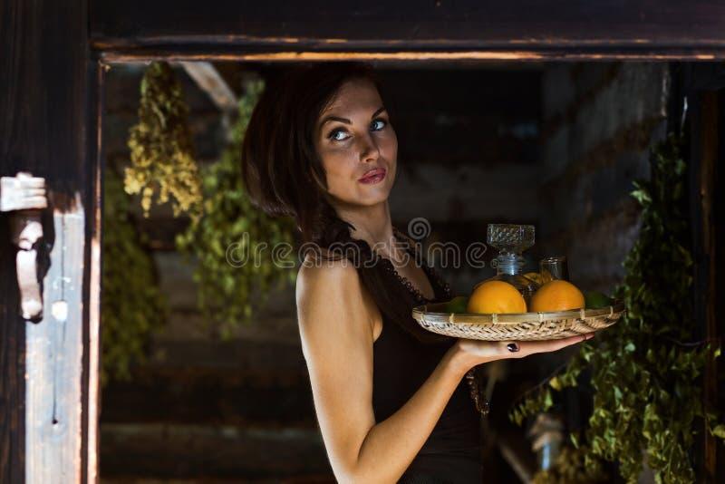 Młoda piękna kobieta z tequila i cytrusem obrazy royalty free