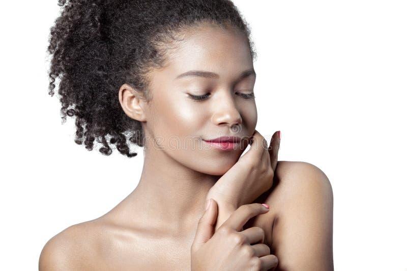Młoda piękna oliwkowa dziewczyna z czystym perfect skóry zakończeniem zdjęcie stock