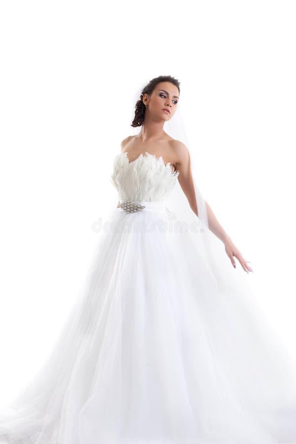 Młoda piękna panna młoda pozuje w modnej sukni obrazy royalty free