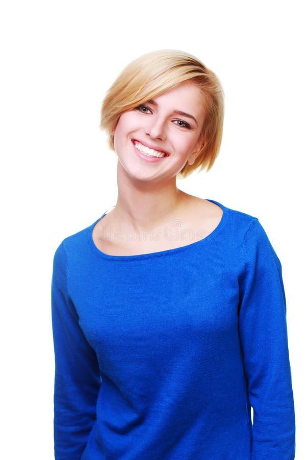 Młoda piękna rozochocona kobieta w błękitnym pulowerze zdjęcie stock