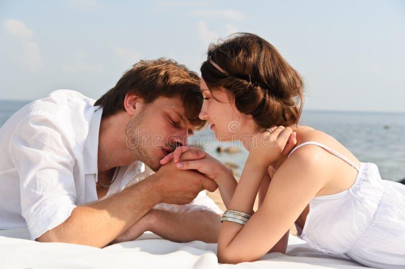 Młoda romantyczna para obrazy royalty free