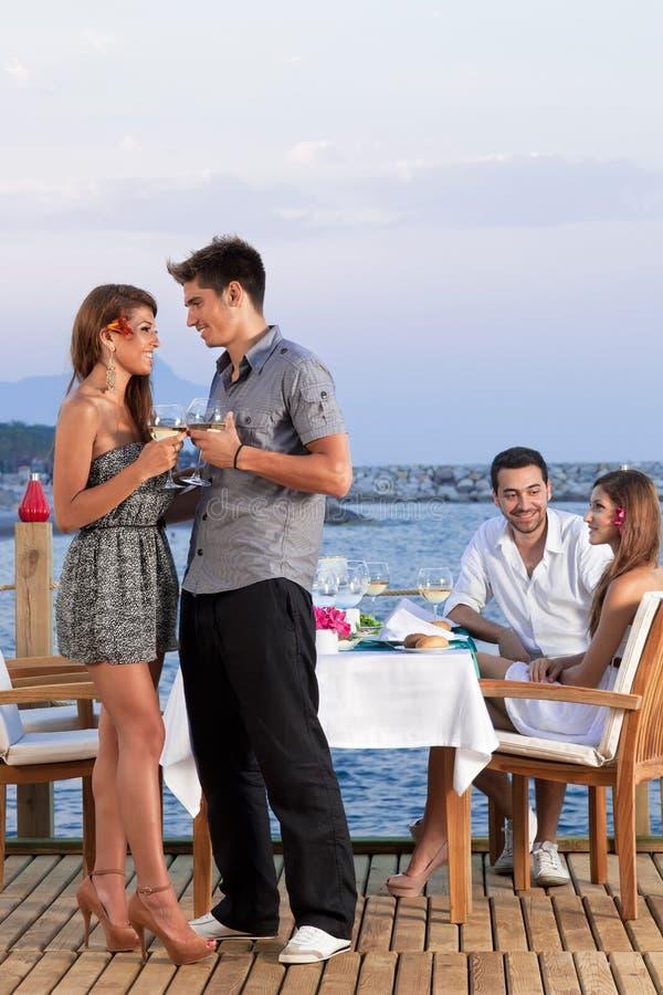Młoda romantyczna para zdjęcia royalty free