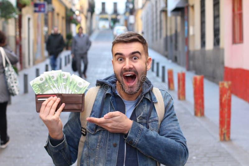 Młoda samiec z udziałami pieniądze fotografia stock
