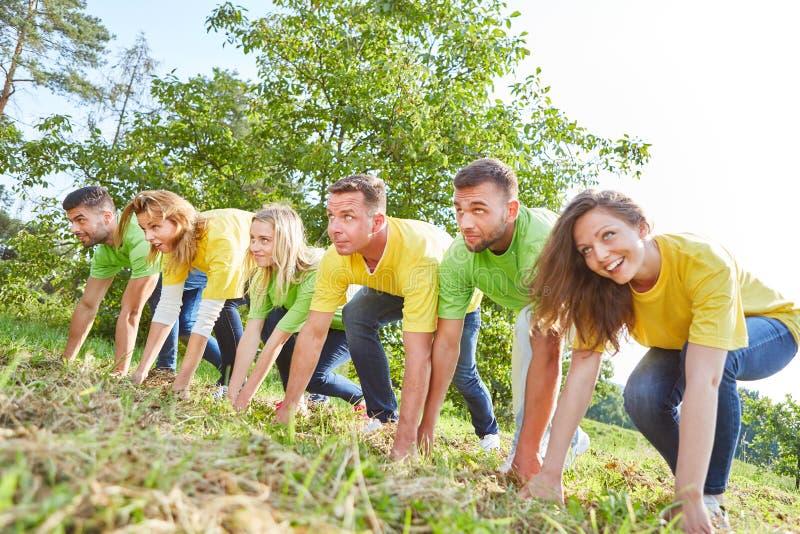 Młoda sporty drużyna na początku zdjęcia royalty free