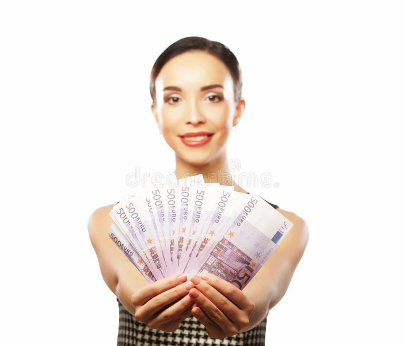 Młoda szczęśliwa kobieta z dolarami w ręce Odizolowywający na białym backgr zdjęcia royalty free
