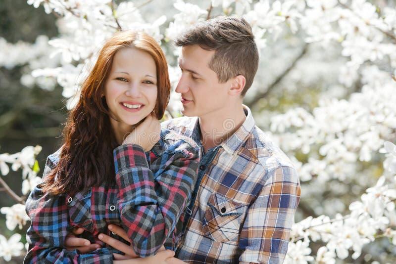 Młoda szczęśliwa miłość obrazy royalty free