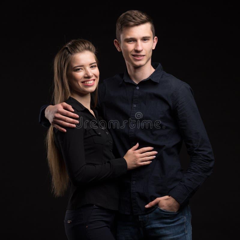 Młoda szczęśliwa para pokazuje rękami obraz royalty free