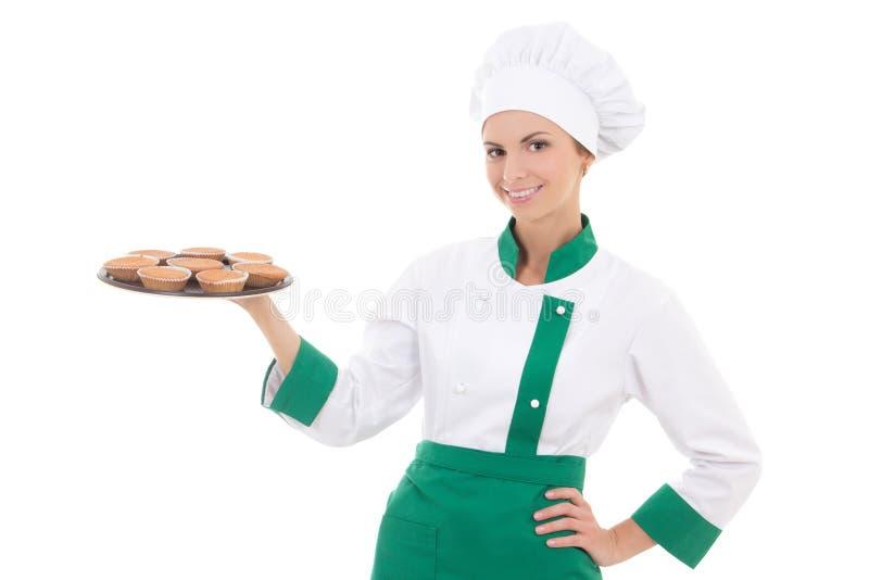 Młoda szefa kuchni lub piekarza kobieta w jednolitej mienie tacy z muffins ja obraz stock