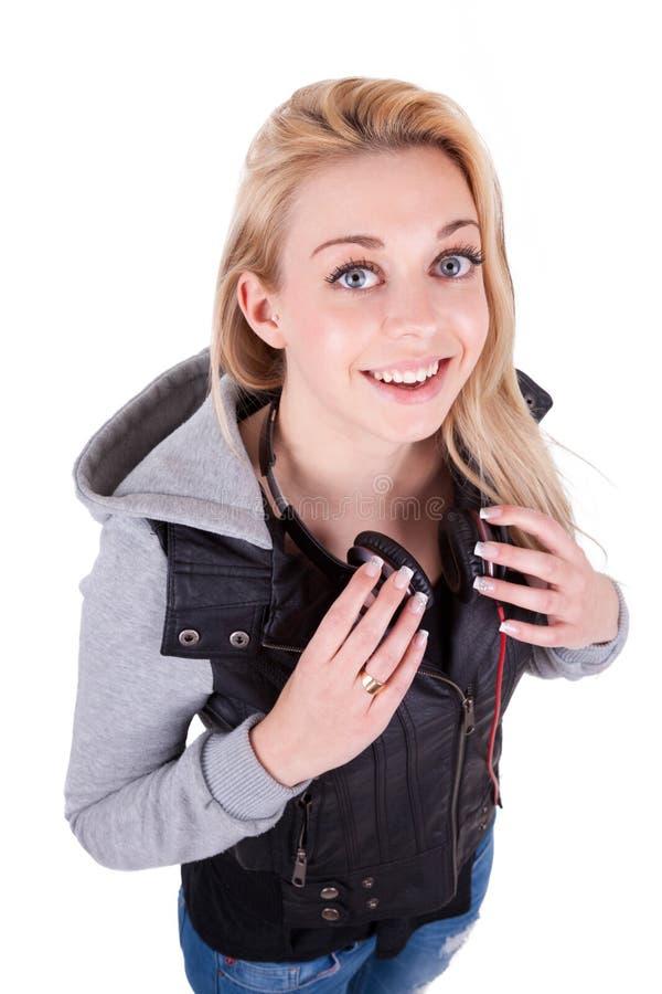 Młoda uśmiechnięta nastoletnia dziewczyna słucha muzyka - Kaukascy ludzie obrazy royalty free