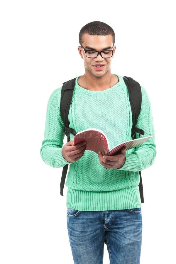 Młoda uśmiechnięta studencka przewożenie torba obraz royalty free