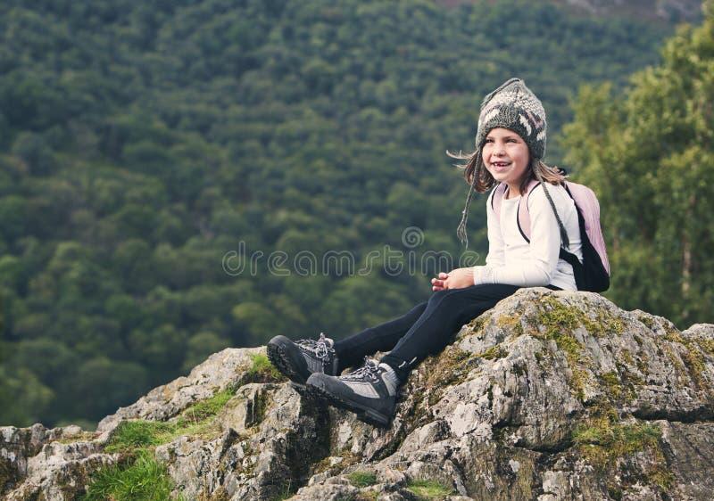 Młoda Wycieczkuje dziewczyna w Jeziornym okręgu zdjęcie royalty free
