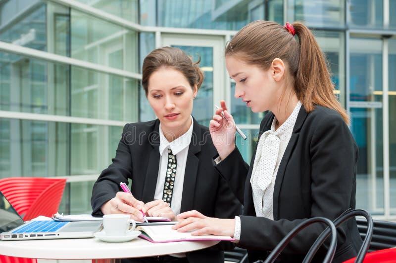 młode biznes kobiety dwa obraz stock