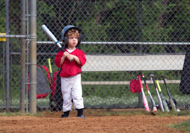 Młode Dziecko Bawić się baseballa obrazy royalty free