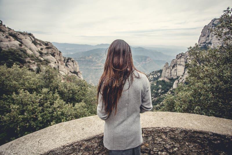 młode dziewczyn góry zdjęcia stock