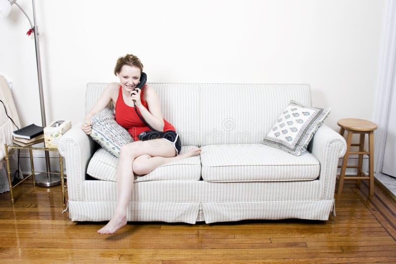 młode kobiety telefon. zdjęcie royalty free