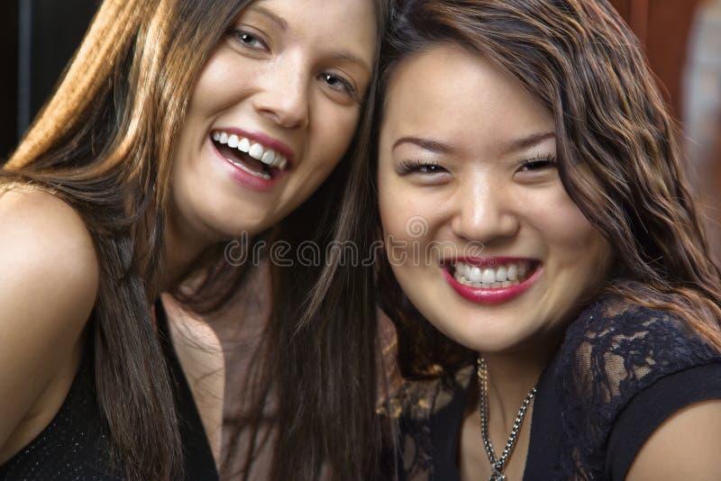 młode kobiety uśmiechnięte fotografia royalty free