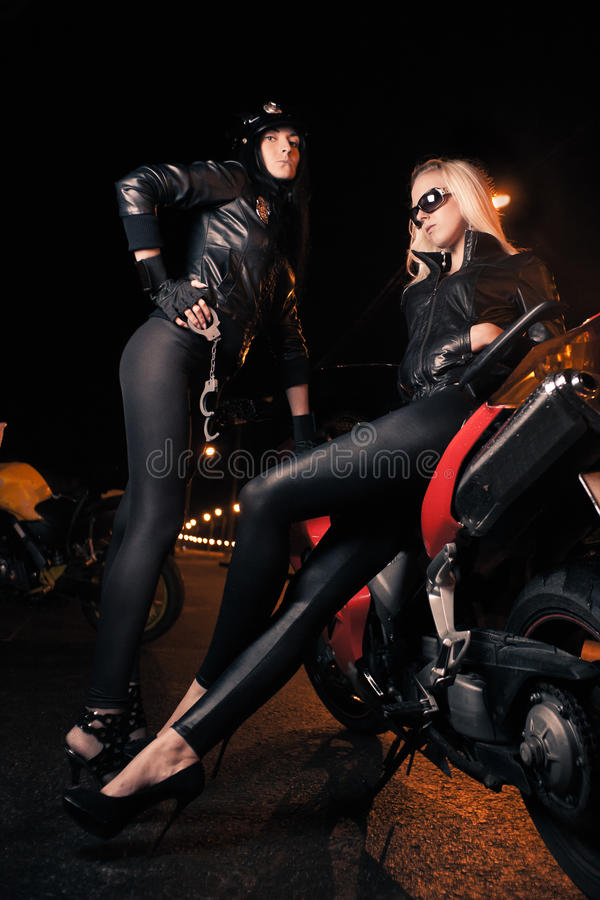 młode motocykl atrakcyjne kobiety zdjęcia stock