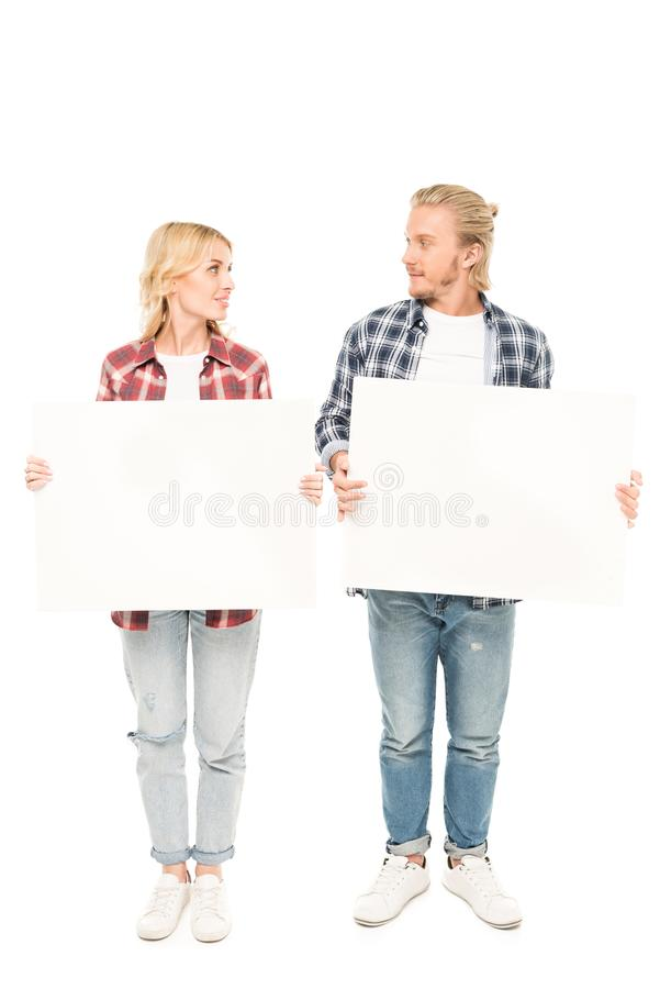 młodego caucasian pary mienia puści sztandary w rękach zdjęcie stock