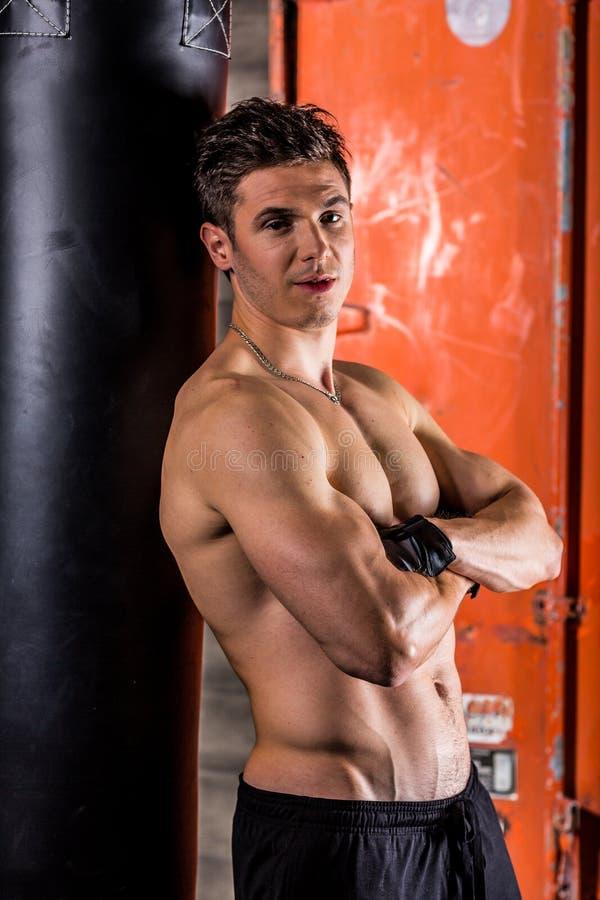 Młodego człowieka bokserski trening obraz stock