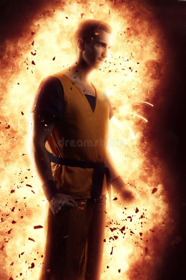 Młodego człowieka kręcenie w super bohatera Młody człowiek tworzy wybuch zdjęcia royalty free