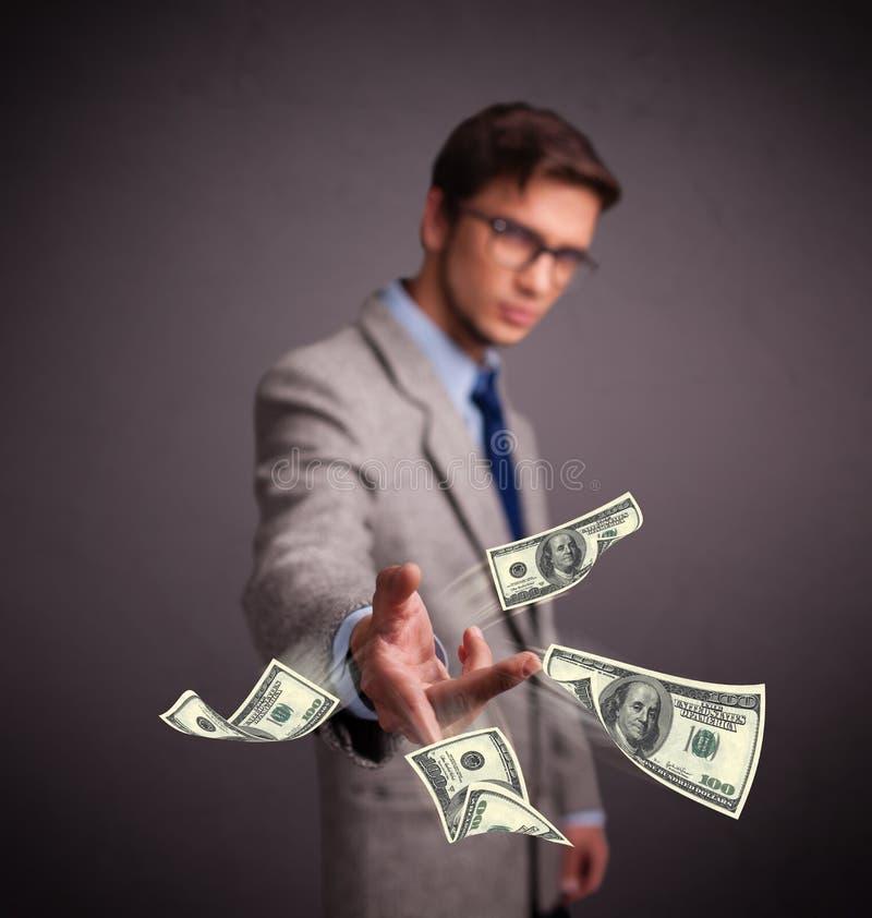 Młodego człowieka miotania pieniądze fotografia royalty free