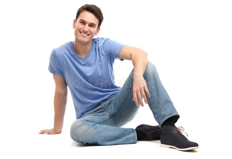 Download Młodego Człowieka Obsiadanie Zdjęcie Stock - Obraz złożonej z szczęście, beztroski: 28951782