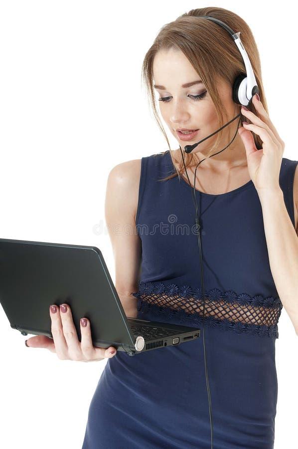 Młodego poważnego poparcie telefonu żeński operator jest ubranym słuchawki. zdjęcie stock