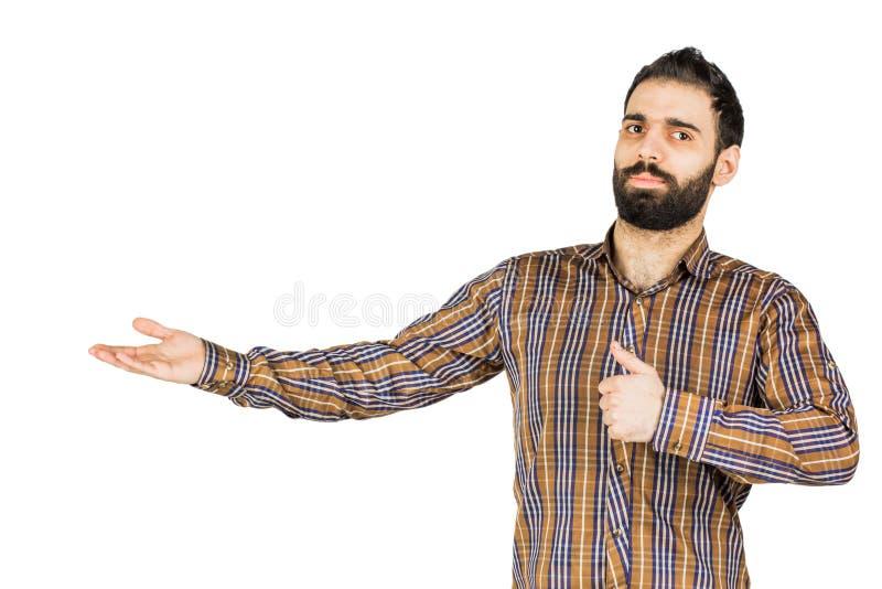 Młodego szczęśliwego mężczyzna portreta ufny biznesmen pokazuje teraźniejszość zdjęcie royalty free