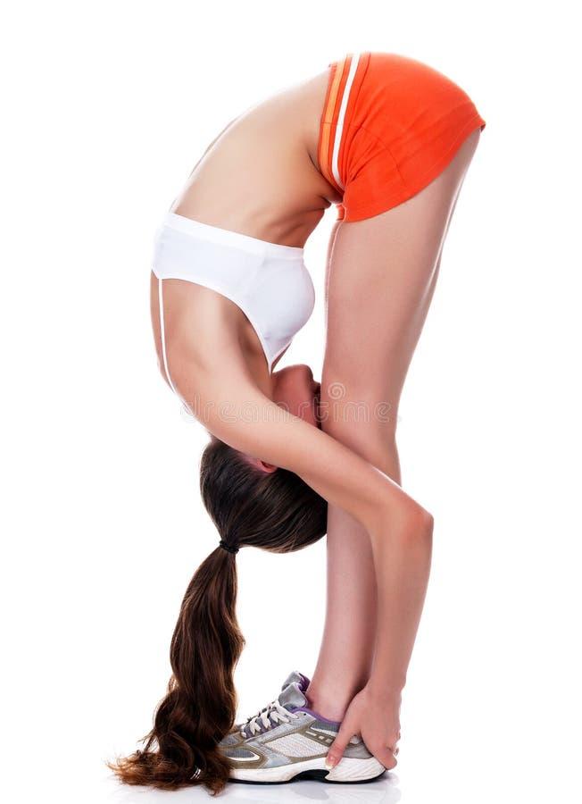 Młodej atrakcyjnej kobiety ćwiczy joga zdjęcia stock